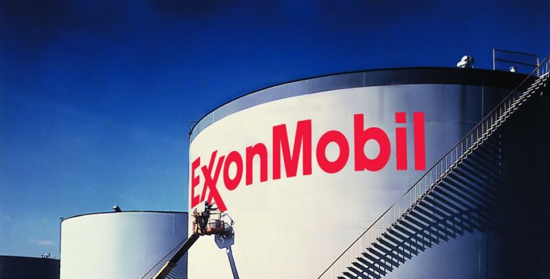 Big oil companies record enormous profits