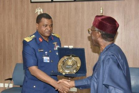 Minister Ogbeh visits Nigerian Air Force, encourages their participation in agriculture